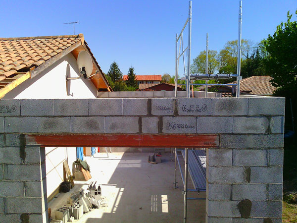 Garage attenant ecotech construction for Porte de garage linteau reduit