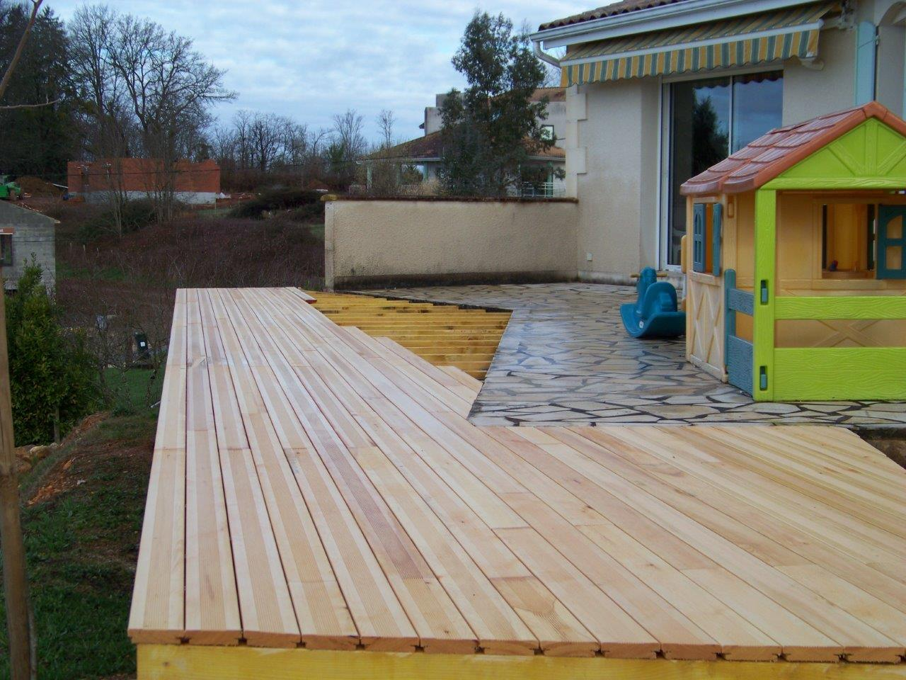 Terrasse bois ecotech construction for Agrandissement maison 80m2